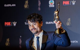 在4月9日举行的第36届香港金像奖颁奖典礼上,林家栋凭借《树大招风》夺得最佳男主角。(ANTHONY WALLACE/AFP/Getty Images)
