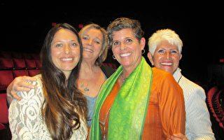 营养科学公司管理人员Cory Swift于4月9日下午在橙县艺术中心观看了神韵国际艺术团的演出。(Marie-Paul Baxiu/大纪元)
