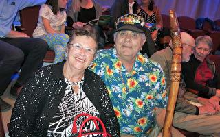退役海军Eugene Diaz和太太Sherrie Nagel-Diaz于4月11日晚观看了神韵国际艺术团在南加州圣路易斯-奥比斯保表演艺术中心的演出。(李旭生/大纪元)