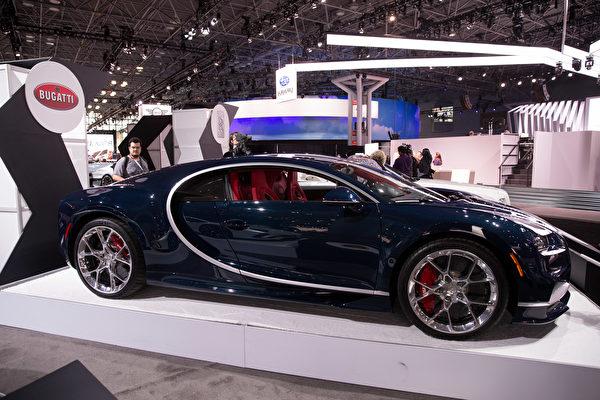纽约国际车展,倩丽名车抢先看 BUGATTI。(戴兵/大纪元)