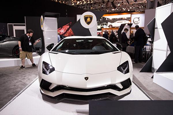 纽约国际车展,倩丽名车抢先看LAMBORGHINI。(戴兵/大纪元)