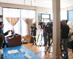 4月14日,旧金山湾区的多位华裔社区领袖举行记者招待会,声援受美联航暴力驱赶的受害亚裔乘客。(周凤临/大纪元)