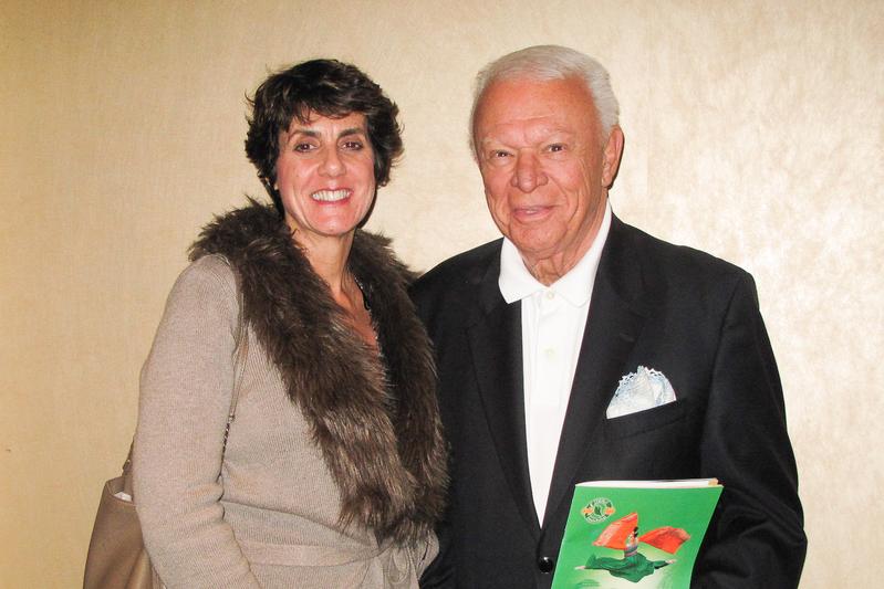 好莱坞音乐界元老级人物、洛杉矶K-Jazz电台秀主持人Jerry Sharell和太太Gigo欣赏了4月14日晚好莱坞杜比剧院的神韵演出,赞叹不已。(刘菲/大纪元)