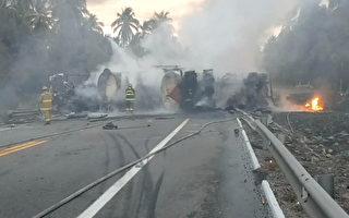 2017年4月13日,墨西哥一辆油罐车和一辆巴士相撞,造成至少24人死亡。图为巴士和油罐车残骸。(STR/AFP/Getty Images)