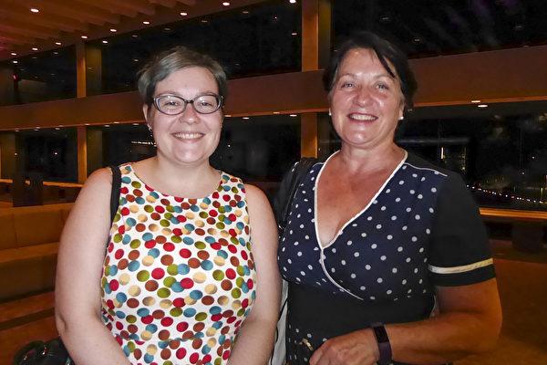 Jensen母女赶上观看神韵在布里斯本的最后一场演出,深感幸运。(纪芸/大纪元)