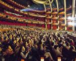 4月17日,神韵国际艺术团2017年全球巡演在好莱坞的杜比剧院举行了两场演出,圆满结束了在该地的三天五场的表演、场场爆满,一票难求,再次轰动世界影视之都。(季媛/大纪元)