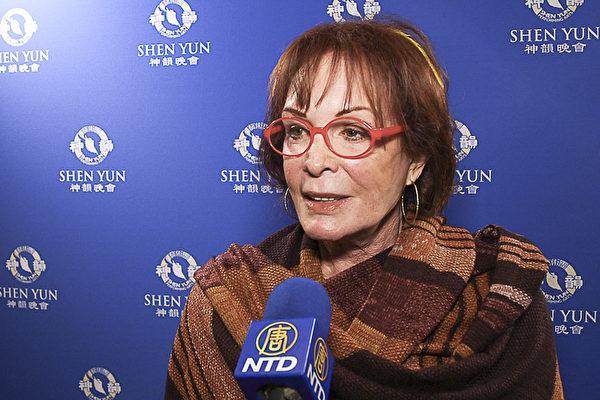 为前米高梅制片厂(MGM Studios)公关副总裁,现公关公司老板Arlene Howard女士认为神韵节目巧妙编排将中国古今呈现于世界舞台上。(新唐人电视台)