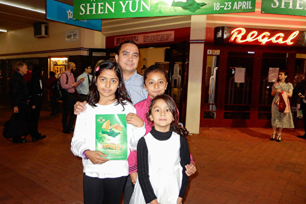 15-20170418-700pm-Perth-Lucy-Father and 3 daughters