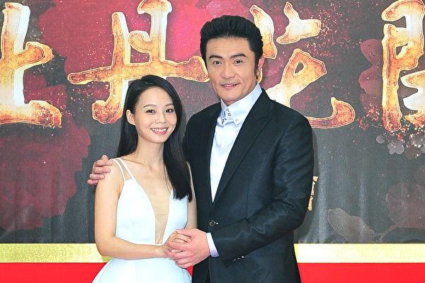 艺人李㼈(右)与孙淑媚(左)亮相台视《牡丹花开》开镜记者会照片。(台视提供)