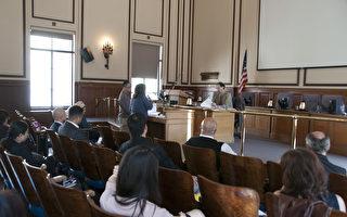4月19日旧金山访谷区居民在公众健康部的听证会上陈情。(周凤临/大纪元)