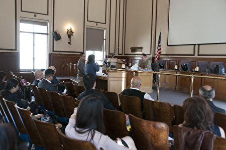 4月19日舊金山訪谷區居民在公眾健康部的聽證會上陳情。(周鳳臨/大紀元)