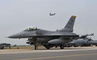 為遏制北韓挑釁,韓美空軍投入100多架飛機實施「超級雷霆」空中作戰演習。圖為20日,韓美作戰演習,美F-16戰鬥機起飛。(JUNG YEON-JE/AFP)