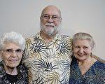 Flynn一家人於4月21日下午在德州麥克艾倫觀看了神韻演出。左起:母親Clarence Kranz、父親Ron Flynn和女兒Colette Flynn。(新唐人電視台)