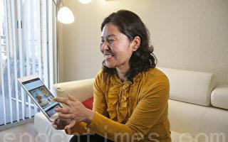 高智晟律師53周歲生日這天,太太耿和自製音樂賀卡上傳到網絡。圖為耿和演示這個視頻。(周鳳臨/大紀元)