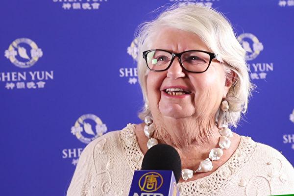 82岁的Fay Lee女士观看了神韵2017年4月23日在珀斯的最后一场演出。(新唐人电视台)