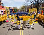 2017年4月23日纽约部分法轮功学员在法拉盛举行纪念四二五和平上访18周年大集会。图为青年法轮功学员们在表演节目。(戴兵/大纪元)