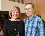 大学心理学教授Beverly Green和丈夫John Green一起观看了神韵国际艺术团于4月23日下午在长滩市表演艺术中心露台剧院的演出。(李旭生/大纪元)
