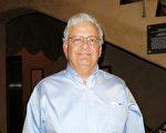 退休工程师Rick Apodaca先生表示,对神韵演员们的非凡技艺钦佩不已。(林南宇/大纪元)