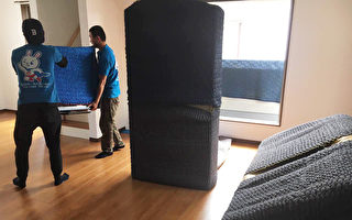 日本的专业搬家十分讲究对家具电器和房屋地板、电梯的保护。(子义駅搬家公司提供)