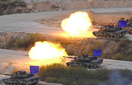 26日,韓美聯合軍演,尖端武器參演反制北韓的挑釁。圖為韓國陸軍K1A2坦克。(JUNG YEON-JE/AFP/Getty Images)