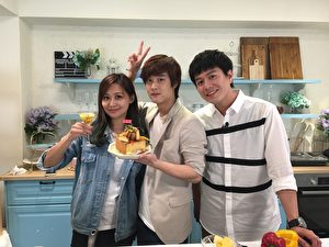 台灣網路紅人「那對夫妻」Kim和Nico(圖左),4月27日親上全球華人直播料理節目《美味生活:一秒變大廚》。(美味生活提供)