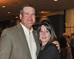 4月27日晚,農業專家Reagan Anders夫婦觀賞神韻後表示,他們喜愛神韻的每分每秒。(樂原/大紀元)