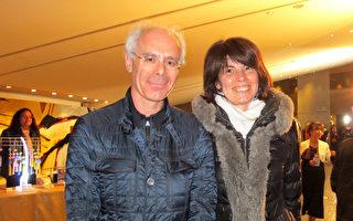 Corine Lara女士和男朋友Loric Bouchet也觀看了神韻世界藝術團今年在法國南特的第一場演出。(麥蕾/大紀元)