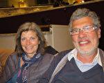 Michele MARTINO女士和先生Tony MARTINO被善与恶的选择那个节目深深触动。(文华/大纪元)