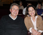 4月28日,Thierry Novello和Muriel Jamin一起观看神韵演出。(张妮/大纪元)