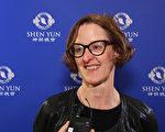 金融公司副总裁Cynthia Markins-Fournier表示,神韵演出带来正面积极的启迪,让她感到脱胎换骨。(新唐人提供)