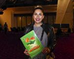 2017年4月29日晚,银行会计师Tara Arbabi在澳洲阿德莱德节日剧院(Adelaide Festival Centre)观看神韵纽约艺术团的精彩演出后,表示从演出中感受到祥和的能量。(纪芸/大纪元)