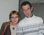 4月29日下午,Yves Antoine先生和夫人Helena Povalhina觀看了神韻世界藝術團今年在法國南特的第二場演出。(麥蕾/大紀元)