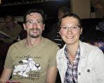Damien Astolfie先生和女兒Lucia Astolfie深深愛上了中國古典舞。(文華/大紀元)