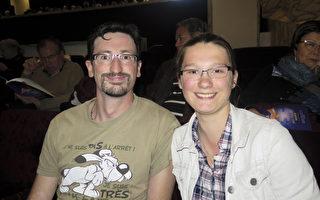 Damien Astolfie先生和女儿Lucia Astolfie深深爱上了中国古典舞。(文华/大纪元)
