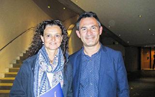 Patrice Bellier先生和妻子Marie-Anne Bellier观看了神韵世界艺术团今年在法国南特的第三场演出。(麦蕾/大纪元)