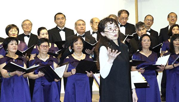 爱乐合唱团和文协合唱团一起演出,由王丽文指挥。(廖述祥/大纪元)