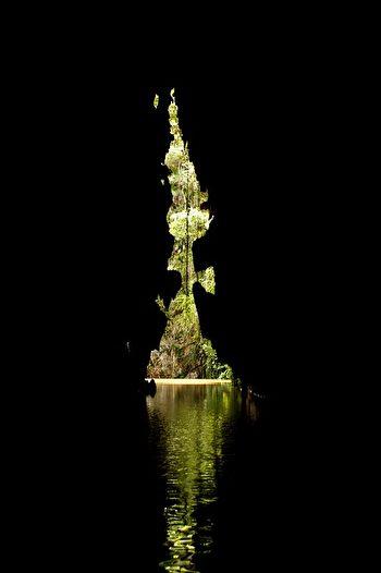 从钟乳石洞穴里面往外拍摄,仿佛到了另外一个世界。(fab Wüst/CC/Pixabay)