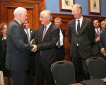 美国副总统彭斯与Westfield集团、Macquarie集团、联盛集团(Lendlease)等大公司总裁会面。(Rick Rycroft-Pool/Getty Images)
