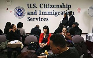 美国公民和移民服务局(USCIS,简称移民局)周一(4月3日)宣布,将采取多项新措施,进一步遏止H-1B签证欺诈和滥用行为。(John Moore/Getty Images)