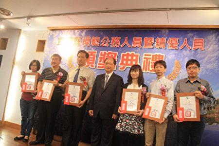 绩优人员3组颁奖。(郭千华/大纪元)