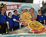 屏东第一鲔在东港鱼市场进行拍卖,以每公斤6800元、总价157万3520元拍出,由东港佳珍海产店老板萧受发第9次标得。(屏东县政府/提供)