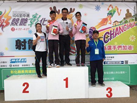 左起为谭雅婷、吴哲朋、倪大智、苏思蘋、黄尔营。(竹市教育处提供)