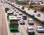 交通部28日表示,未来大客车与游览车上国道与快速道路,乘客得强制系上安全带,最快7月底公告办法。(陈柏州/大纪元)