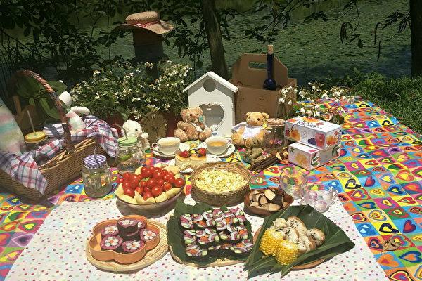 桐花野餐派對,民眾用心布置令人驚嘆。(桃園客家事務局/提供)