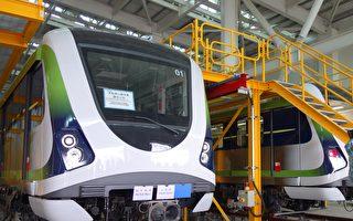 台中捷運首列電聯車目前於北屯機廠進行各項測試,近日以1,192袋沙包模擬列車滿載536乘客情況,進行載重測試。(黃玉燕/大紀元)