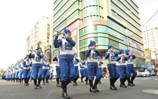 天國樂團參與桃園管樂嘉年華管樂踩街秀,演出隊伍實力十足。(王仁駿/大紀元)