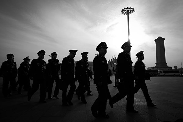 习当局持续清洗军队。近日中共军方通报,今年第二批被查处的10起案例,有49人直接被军纪处分或处理。(Lintao Zhang/Getty Images)
