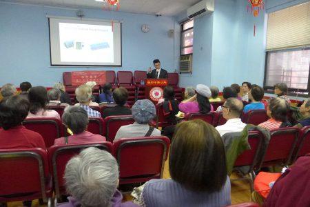 康奈爾醫學院內科助理教授包程熹11日在中華公所舉辦講座,教大家預防腦部老化。