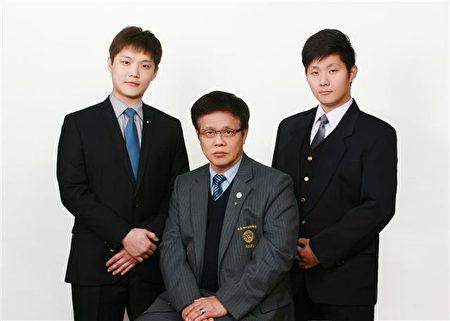 達圓企業總經理蔡東霖(中)與蔡鎮宇(右)、蔡鎮洲(左)兩兄弟。(達圓企業提供)