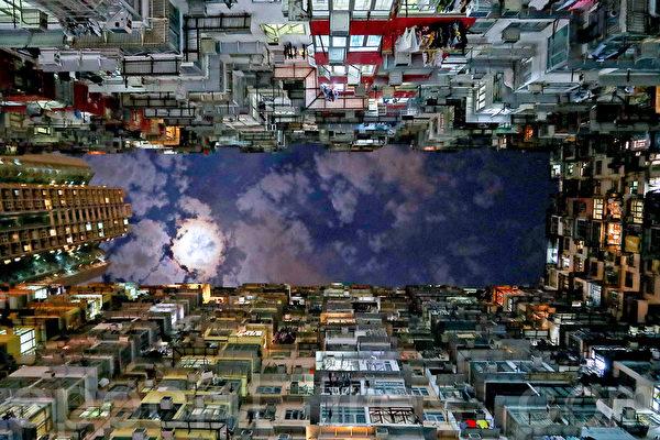 """位于香港鲗鱼涌的""""怪兽大厦""""成为一大美景,曾被《变形金刚》和《攻壳机动队》等好莱坞影片取景拍摄。(余钢/大纪元)"""